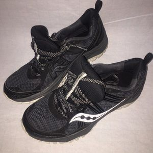 SAUCONY Size 9.5 BARELY TOUCHED